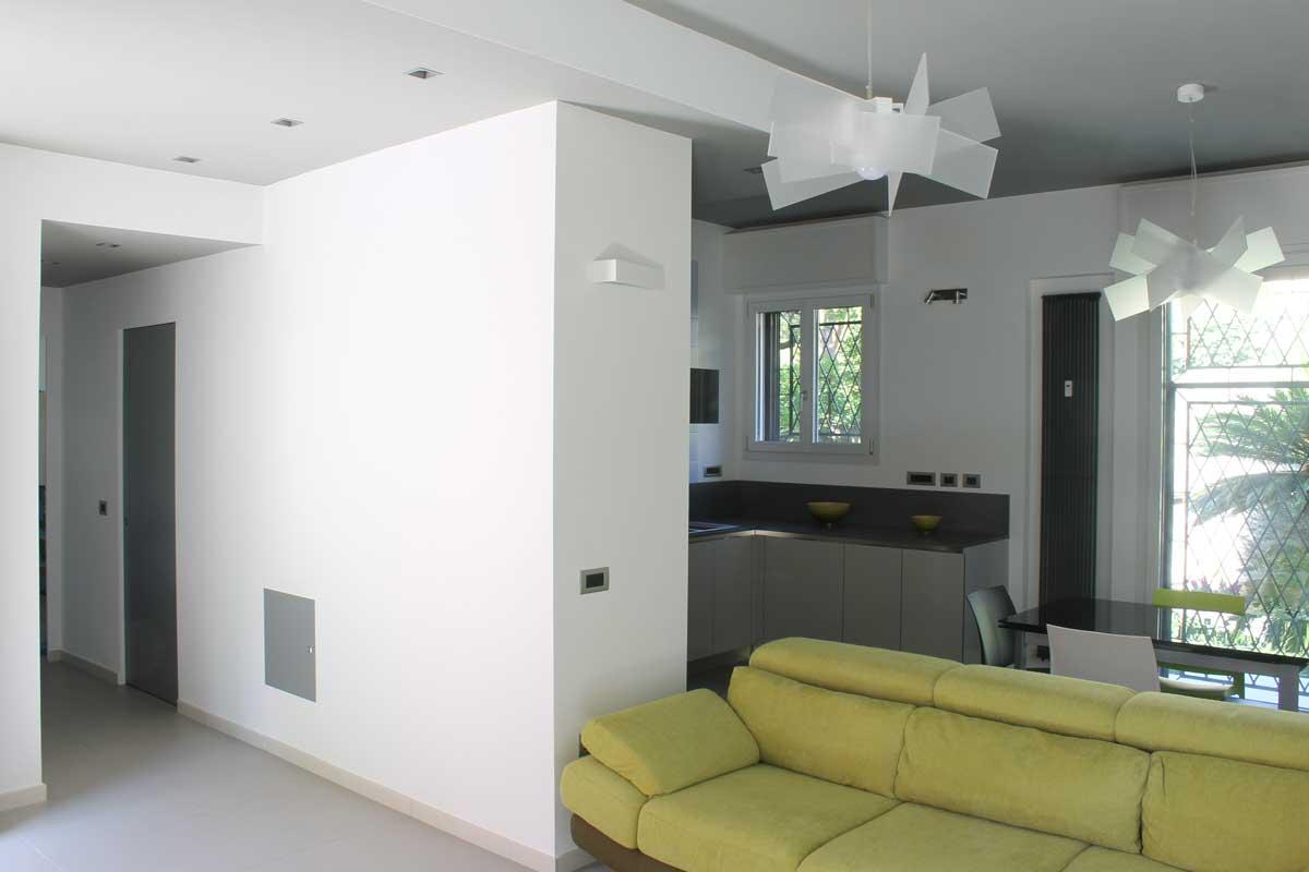 Ristrutturazione di abitazione in villetta trifamiliare