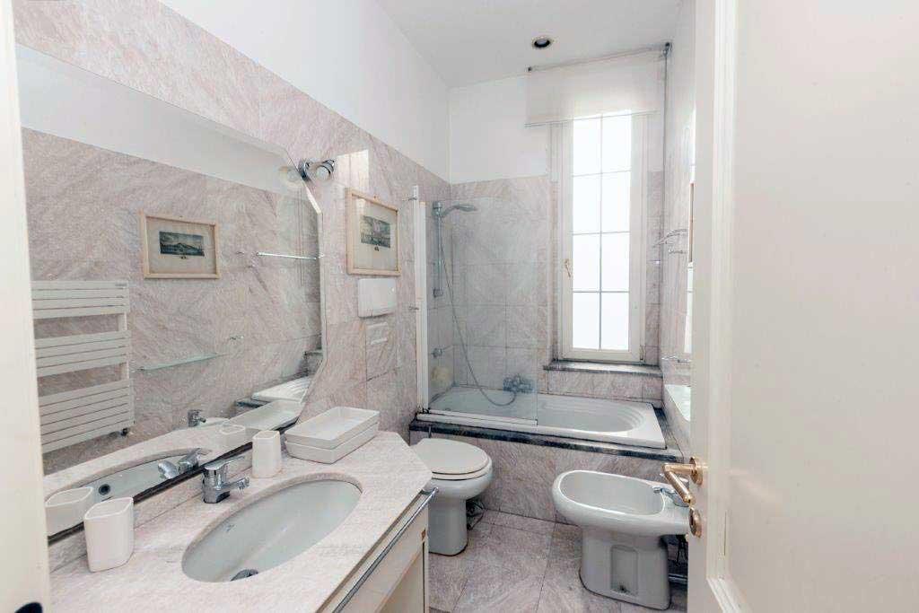 Vecchio bagno in marmo